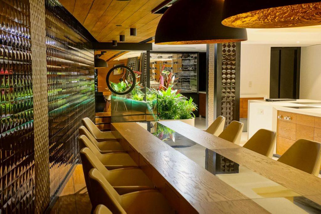 Zielone wnętrze Hotelu Narvil w Serocku