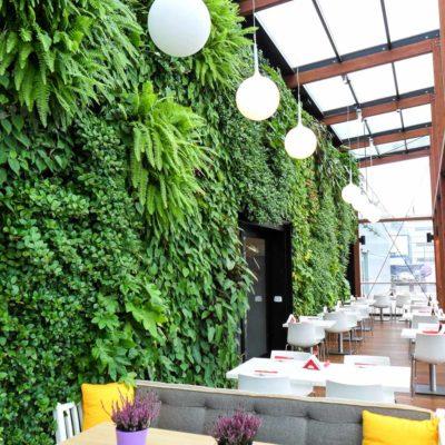 Ogród-zimowy-Galeria-Mokotów-zielona-ściana-3.jpg