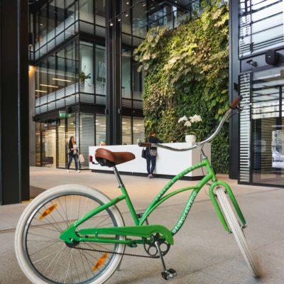 Zielona-ściana-w-recepcji-biurowca-Eurocentrum-10.jpg