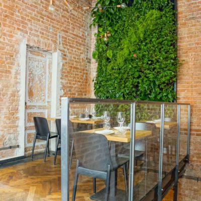 Zielona-ściana-w-restauracji-3.jpg