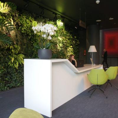 Zielona-ściana-w-restauracji-biurowca-Eurocentrum-5.jpg