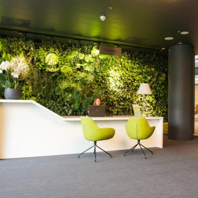 Zielona-ściana-w-restauracji-biurowca-Eurocentrum-6.jpg